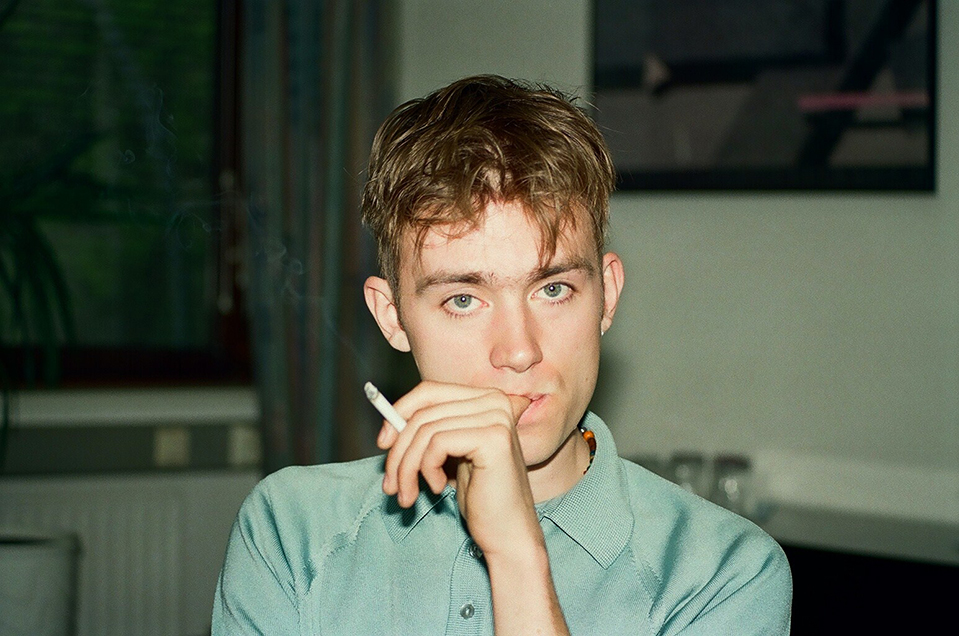 dp-blur-damon-albarn-by-gilbert-blecken-1993-11